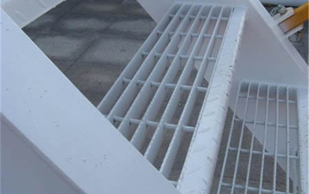 A part of stair tread made by the serrated bar steel grating stair.